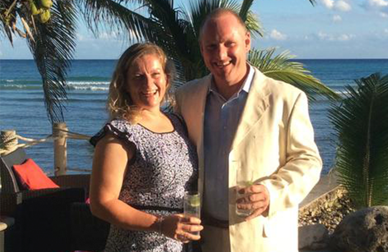 Photo of Lanny and Claire, sea in the background