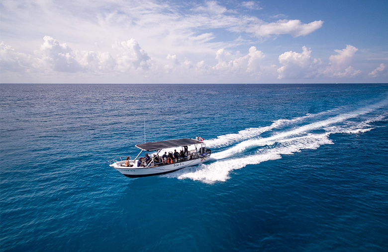 Photo of small boat on sea